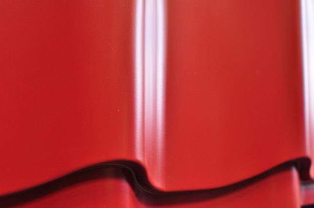 Металлочерепица руфлайн, цвет красный 3011