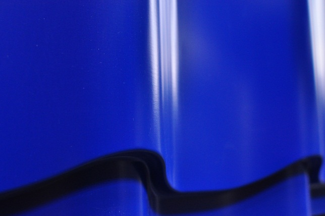 Металлочерепица руфлайн, цвет сигнально синий RAL 5005