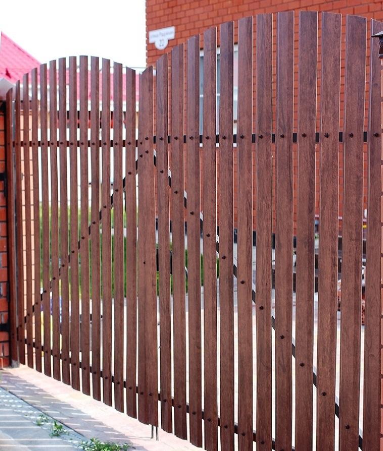 Забор и ворота из металлического штакетника Grand Line