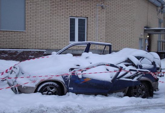 Сход снега с крыши