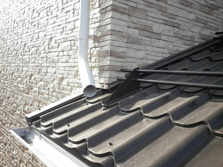 аксессуары на металлочерепице - примыкание, ветровая и снегозадержатель